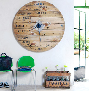 Massive Wooden Reel Clock via 101woonideeen.nl