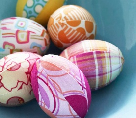 Fabric Covered Eggs! | via http://www.bhg.com/holidays/easter/eggs/pretty-no-dye-easter-eggs/#page=9