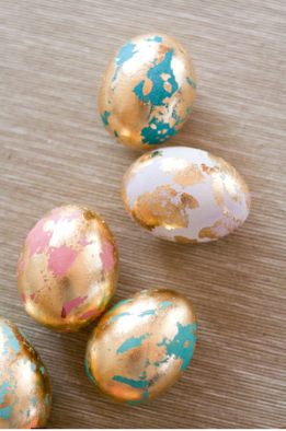 Glamourous Gold Leaf Eggs | via http://www.sheknows.com/holidays-and-seasons/articles/985729/perfect-easter-eggs