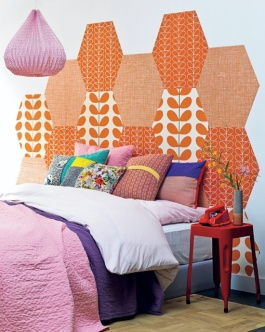 This honeycomb of wallpaper offcuts makes for a bold and eye-catching headboard | via http://www.101woonideeen.nl