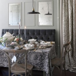 via | http://www.housetohome.co.uk/room-idea/picture/10-christmas-dining-room-looks/2