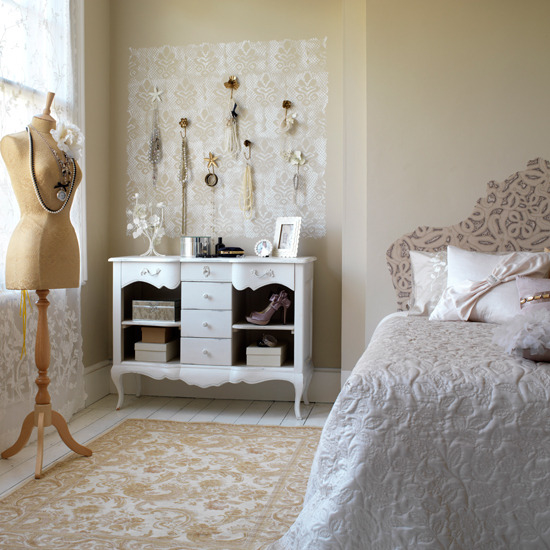 d cor diva the secret to a decadent boudoir bedroom the design tabloid. Black Bedroom Furniture Sets. Home Design Ideas