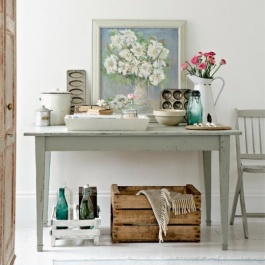 A lovely vintage whimsy kitchen / baking themed vignette | via elleinterior.se