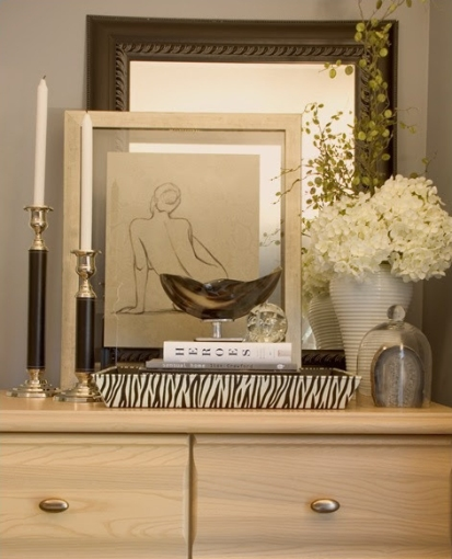 We love this uncomplicated vignette by Maria Killam. I especially like the overlapping mirror and framed sketch | via http://www.mariakillam.com/2009/08/vancouver-stylist-how-to-create-a-vignette-or-tablescape.html/