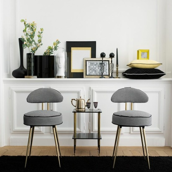 Bold black, crisp white and sunny yellow - this contemporary vignette is perfectly balanced | via http://www.casadeco.fr/en/collections/detail/123