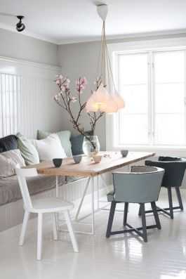 Informal banquette seating with loose scatter cushions as back | via http://myscandinavianhome.blogspot.com/2013/08/a-stunning-white-norwegian-home.html