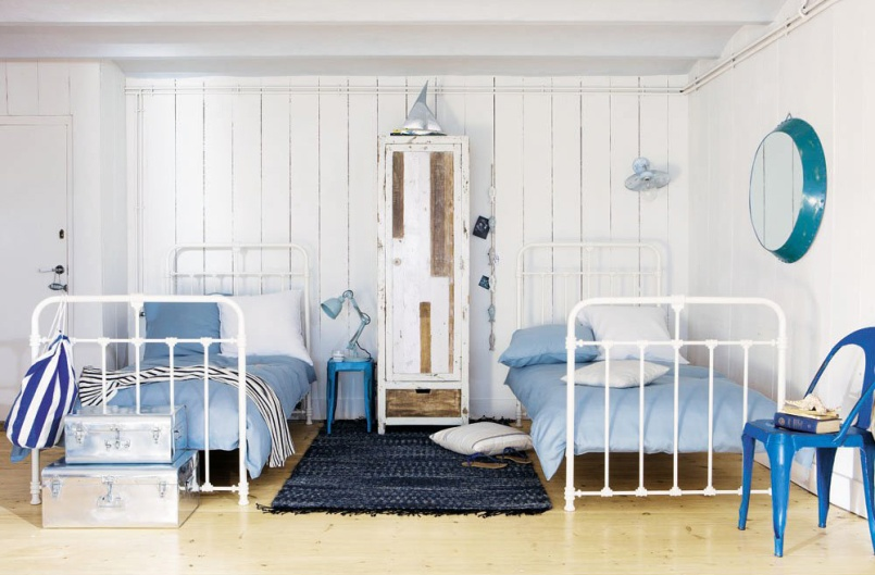 Love the minimal industrial and rustic touches in this beachy boys room! | via http://www.maisonsdumonde.com/UK/en/produits/fiche/white-bed-nicolas-116825.htm