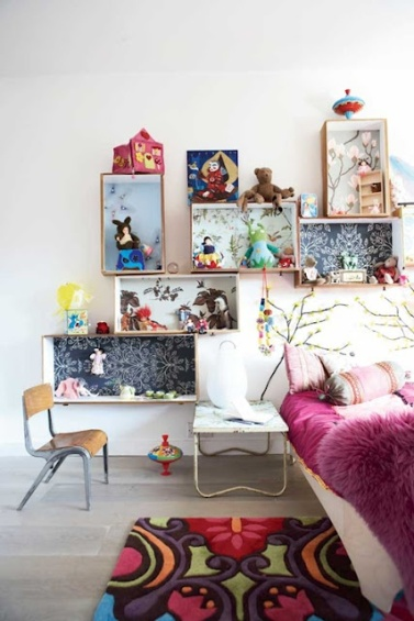 Love the introduction of pattern and colour into these quirky storage boxes | via http://www.familyliving.se/artiklar/Tips-pa-fina-sovrum/