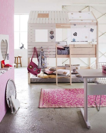 A treehouse bedroom! | via http://www.portobellostreet.es/mueble/11837/Litera-Caba%C3%B1a-Silver-Sparkle