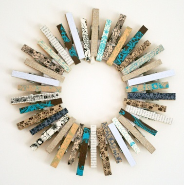 Absolutely LOVE this idea: a craftsy yet contemporary version of a Christmas wreath! | via http://hamblyscreenprints.typepad.com/screen_prints_blog/2011/12/kirstys-fun-clothespin-wreath.html