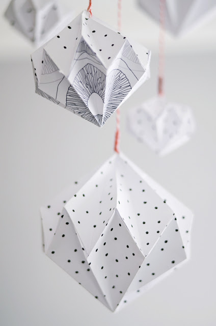 More origami-like paper ornaments from Sinnenrausch - love the sketchy black & white designs | via http://sinnenrausch.blogspot.cz/2013/10/origami-diamanten.html