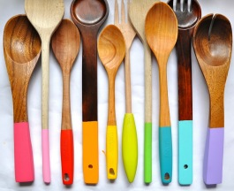 Bright and colourful paint-dipped wooden kitchen utensils!   via http://www.littlebitfunky.com/2012/03/painting-wooden-spoons.html