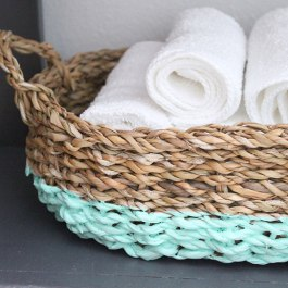 Love the fresh minty colour applied to this bathroom storage basket! | via http://likeasaturday.com/2013/08/20/paint-dipped-basket/