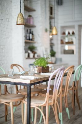 I absolutely love these pastel dipped bentwood chairs at Hally's, a restaurant in Parsons Green. | via http://www.hallysparsonsgreen.com/static/5070-12-03-04_