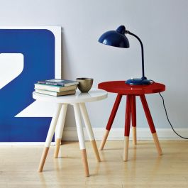 Amazing what a bright pop of colour can do for what would otherwise be very plain tables! |via http://www.westelm.com/products/dipped-side-table-g501/?pkey=ccoffee-side-tables