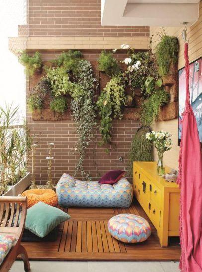 Image via http://www.architectureartdesigns.com/25-charming-balcony-gardens/