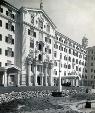 The façade of the main building built in 1938 | iamge via https://www.flickr.com/photos/hilton-t/5546402017/
