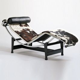 The famous chaise longue designed by Le Corbusier, Pierre Jeanneret and Charlotte Perriand in 1928 - now a modern classic | via http://wildbirdscollective.com/charlotte-perriand-lhabitat-pour-tous/