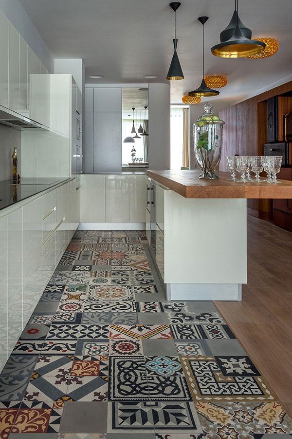 Image via: http://freshome.com/2014/03/01/distinctive-captivating-travelers-apartment-moscow/
