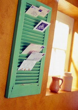 http://www.apartmenttherapy.com/roundup-diy-mail-holders-83099