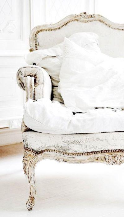 Decorating Dictionary | Define: Cabriole Leg | The Design Tabloid