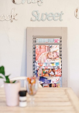 Decor-Quick-Tip-Shutter-Magazine-Rack-2