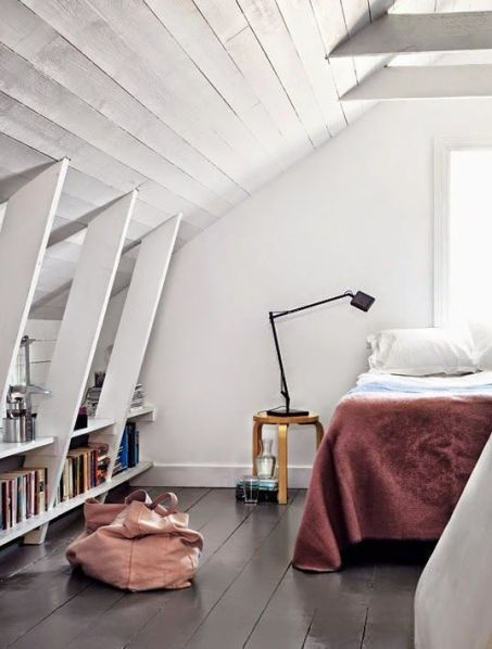 http://myscandinavianhome.blogspot.se/2014/05/a-former-lighthouse-keepers-cottage-on.html