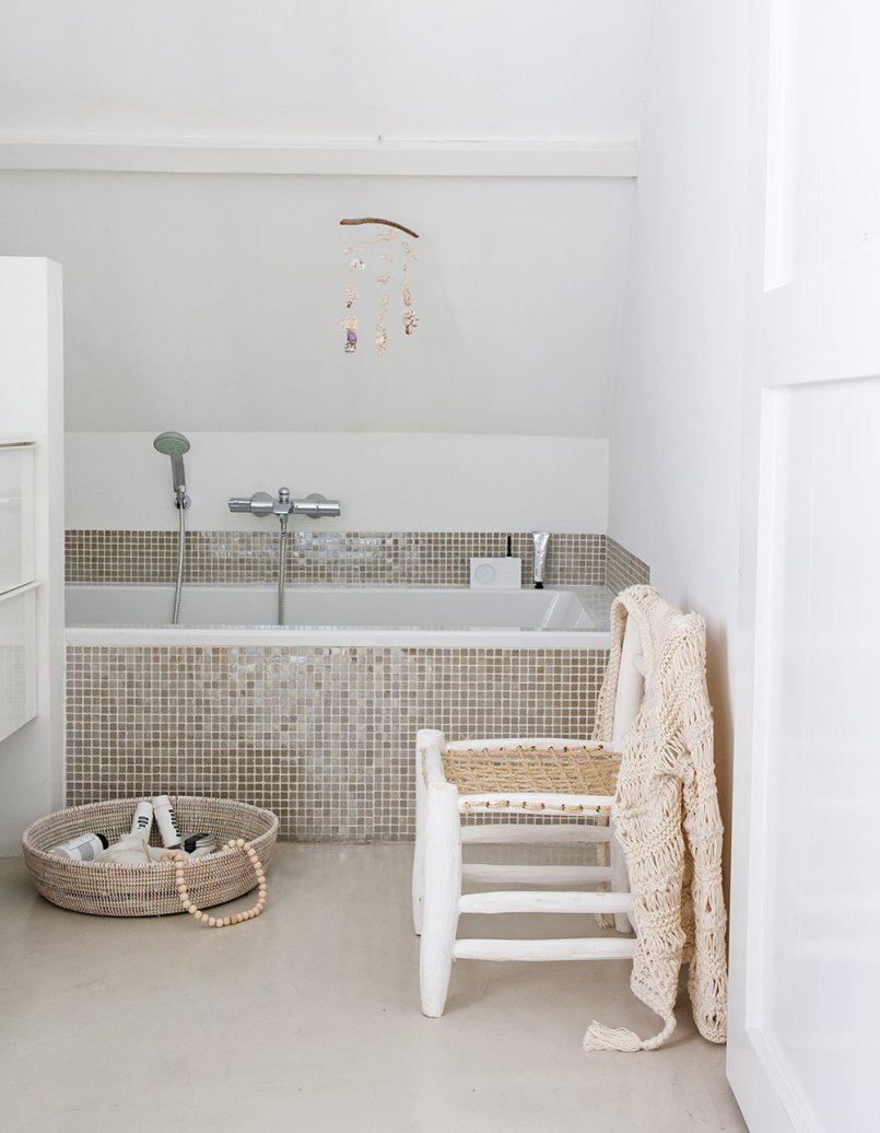 Neutral bathroom with mosaic tiles