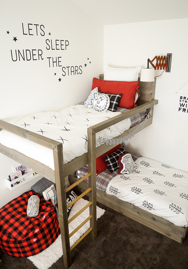 Cool lumberjack themed bunk bed DIY for boys room