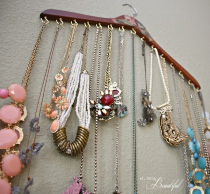 Image Source: http://www.11magnolialane.com/2014/01/03/operation-organization-2014-jewelry-organization-from-all-things-beautiful/