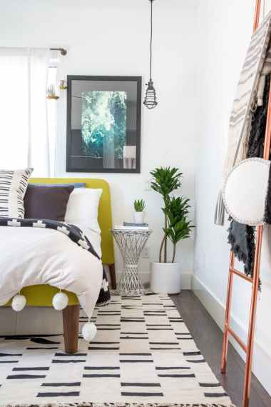source: http://www.apartmenttherapy.com/house-tour-vintage-and-modern-mixed-in-silver-lake-226905